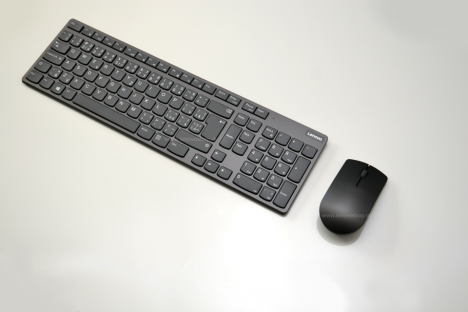 Lenovo Professional Ultraslim Wireless Combo Keyboard and Mouse - Czech and Slovakia